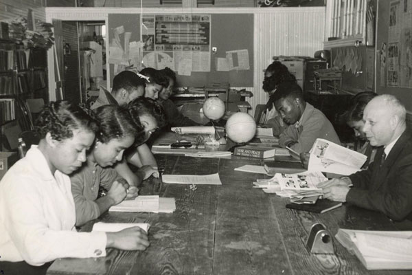 Professor Ernst Borinski teaches in the Social Science Lab at Tougaloo College in Mississippi in 1960. Ernst Borinski Collection, Tougaloo College Civil Rights Collection, Mississippi Department of Archives and History