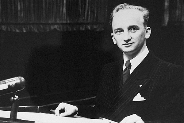 Chief prosecutor Benjamin Ferencz at the Einsatzgruppen Trial. US Holocaust Memorial Museum, courtesy of Benjamin Ferencz