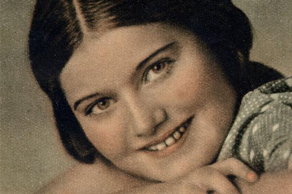 Family photo of Renia Spiegel, 1936. Courtesy of the Spiegel family
