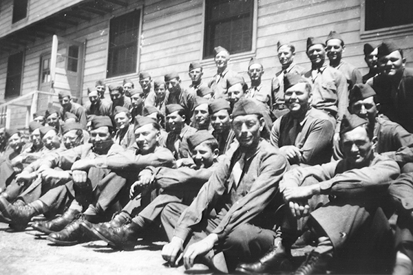 A German Jewish refugee poses with his American army unit at Camp Ritchie, circa 1945. US Holocaust Memorial Museum, courtesy of Otto Perl
