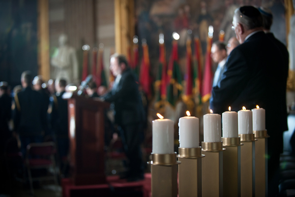 Candles and flags of the liberating divisions have featured prominently in the Museum's Days of Remembrance ceremonies at the US Capitol. Carl Cox for US Holocaust Memorial Museum
